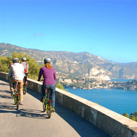 Bay of Villefranche w cyclists